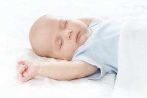 Bebé durmiendo boca arriba