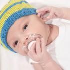 Bebé con chupete