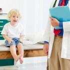 Niño en la consulta del médico