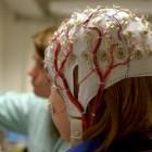 Niña haciéndose un electroencefalograma