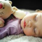 Niño pequeño durmiendo