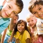 Grupo de niños sonriendo
