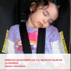 Niña durmiendo en el asiento del coche