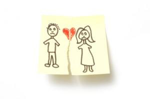 Dibujo de una pareja que se separa