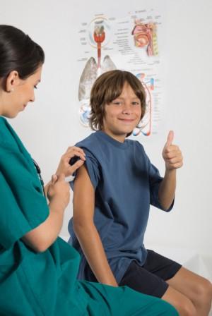 Niño recibiendo una vacuna