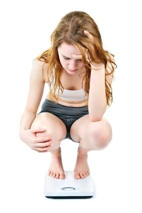 Adolescente preocupada por su peso