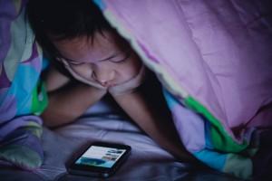 Sueño en los niños y dispositivos electrónicos