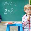 Niño en el colegio